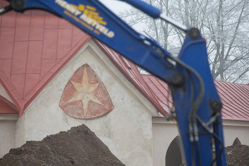 Bagry u Poutního kostela sv. Jana Nepomuckého na Zelené hoře.