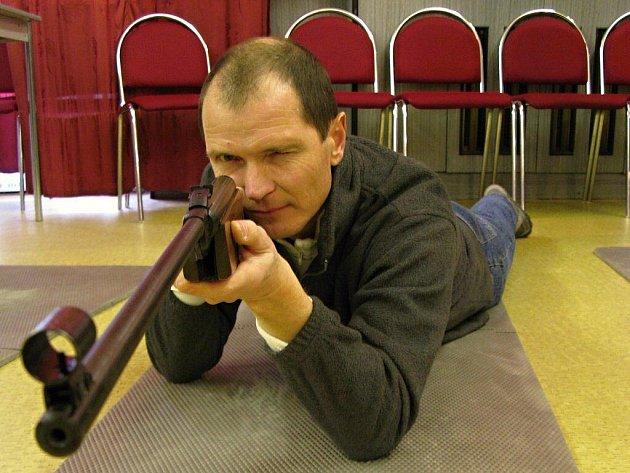 Jan Spěváček při střelbě ze vzduchovky dosáhl na vítězství v konkurenci rovné stovky závodníků. Dosáhl tak svého nejvýraznějšího výsledku ve Žďárské lize mistrů.