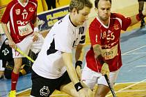 Proti poslednímu Paskovu si připsal žďárský útočník Ondřej Melichar (s míčkem) tři góly a stejný počet asistencí a upevnil si tak pozici nejproduktivnějšího hráče soutěže. Po sedmnácti kolech ho zdobí průměr tří bodů na zápas.