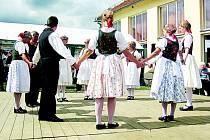 V budově bývalého luteránského gymnázia ve Velkém Meziříčí se v neděli představí i soubor Horácký Medřičan (na snímku). Dále vystoupí ženský soubor z Brezníka a Bajdyš z Třebíče.