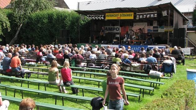 Horácký džbánek 2008, pohled na hlavní podium...