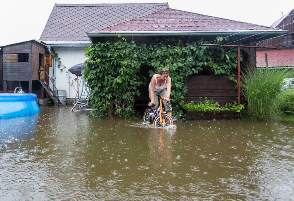 Rozvodněná Svratka po vydatném dešti 3. srpna v Herálci na Žďársku.