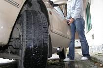 Letní vzorek na pneumatice jeste není na začátku listopadu nic neobvyklého.
