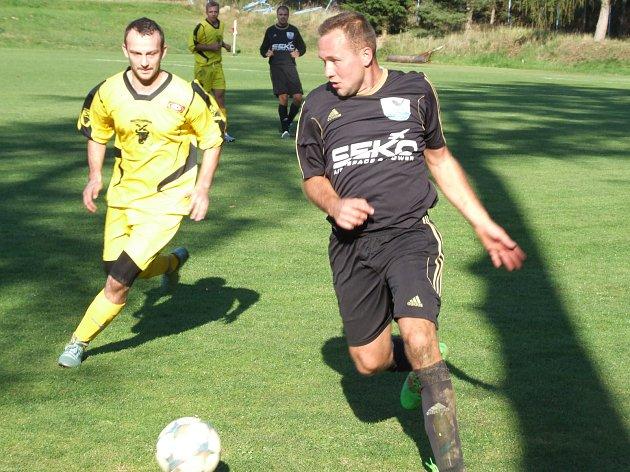 Fotbalisté Bohdalova (ve žlutém) doma v 10. kole I. B třídy – skupiny B remizovali 2:2 s Velkým Beranovem. Byla to již šestá remíza nováčka v této sezoně.