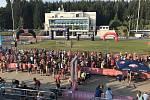 Na start deseti a půl kilometrů se postavilo dvě stě padesát závodníků a závodnic, další běželi pět kilometrů nebo Rodinný běh.