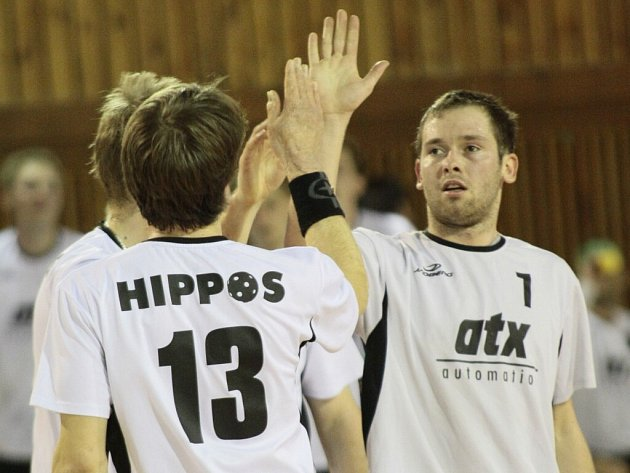 Žďárský útočník Petr Kos vsítil svůj třetí gól v zápase v čase 57:07. Kosmetické snížení na 7:11 mu však příliš radosti neudělalo.