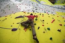 Členové horolezeckého oddílu Trip Team stejně jako všichni milovníci lezení z Novoměstska musí v zimním období jezdit trénovat na umělou stěnu do Bystřice nad Pernštejnem. To by se mohlo změnit.