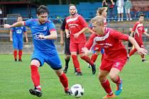 V derby mezi béčkem Nového Města (v červeném) a R. Svratkou (v modrém) se radovali domácí.