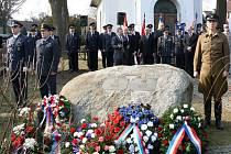 Pietní akt v Pikárci ke 100. výročí narození plukovníka letectva Josefa Stehlíka.