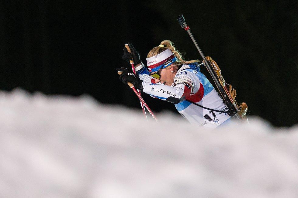 Lucie Charvátová v závodu Světového poháru v biatlonu v závodu sprintu žen na 7,5 km.