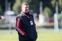 Trenér Libor Smejkal (na snímku) byl po nedělním utkání hodně rozzlobený.