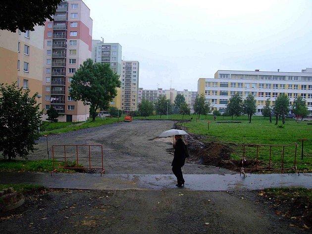 V Palachově ulici již vzniká nové parkoviště.