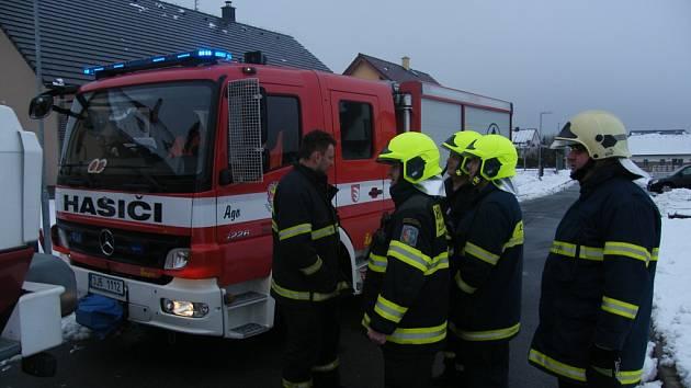 Výjezd žďárských hasičů do Hamrů nad Sázavou k požáru rodinného domu.
