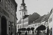 K náměstí ve Velkém Meziříčí.