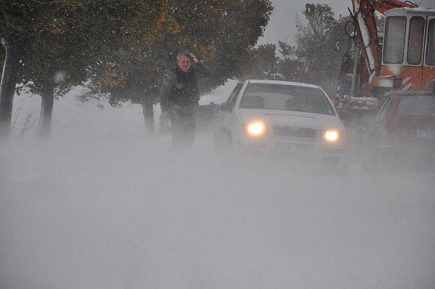 Sněžení komplikuje dopravu na Vysočině. Ilustrační foto.