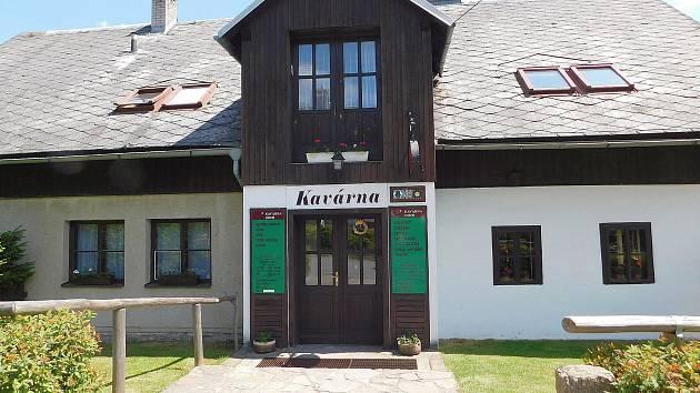Kavárna Hofr v Blatinách u Sněžného.