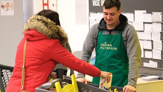 Listopadová sbírka potravin ve Žďáře vážila 1225 kilogramů