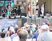 Dvoudenní festival Horácký džbánek začal v pátek krátce po 17 hodině koncertem Jaroslava Samsona Lenka s jeho doprovodem. Lenk se také po oba dva dny ujal role moderátora.