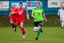 Fotbalisté Nového Města (v zelených dresech) doma v sobotu podlehli Otrokovicím (v červeném) 1:4.