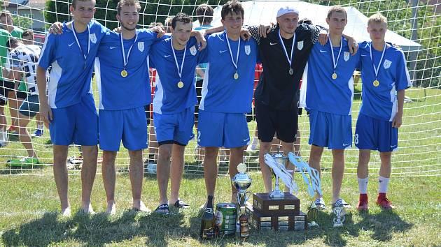 Vítězem 44. ročníku Sklenského poháru se stali fotbalisté Kundratic (na snímku). Foto: Josef Bajer