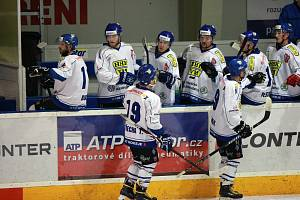 Už třetí sezonu stojí na trenérském můstku hokejistů Velkého Meziříčí Karel Vejmelka. A dá se říci, že se jedná o vydařené angažmá. Loni totiž Horácký hokejový klub vybojoval postup do druhé ligy.
