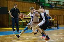 Basketbalový zápas mezi BK VLCI Žďár nad Sázavou a TJ Slavia Kroměříž.
