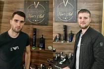 Barbershop neboli pánské holičtví a kadeřnictví, provozují v Třebíči a ve Žďáře nad Sázavou Jakub Jež (vlevo) a Radim Dostál.
