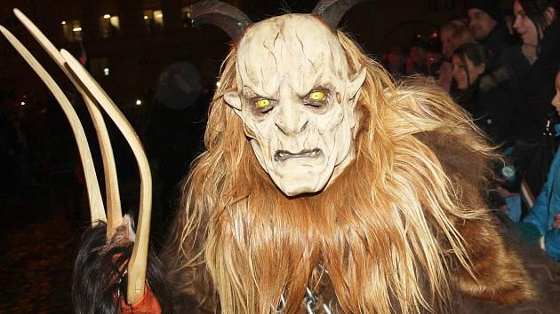 Průvod čertů-krampusů s hrůzostrašně vyhlížejícími maskami se objeví ve  Žďáře 25. listopadu. ... 3f6bc668d3