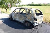 U Jáchymova shořel osobní vůz, škoda se vyšplhala na 60 tisíc korun