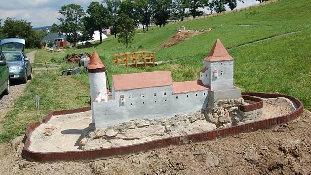 OBRAZEM: V bystřickém Parku miniatur přibyla další dvě šlechtická sídla