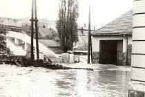 Obyvatelé Velkého Meziříčí poznali nebezpečí toků Balinky a Oslavy na vlastní kůži několikrát. Například při povodni v roce 1985 bylo zaplaveno i tamní náměstí.