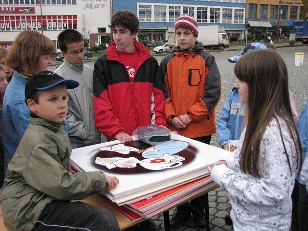 Děti soutěžily v umění recyklovat odpad.