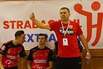 O víkendu čekají na svěřence kouče Pavla Hladíka (na snímku) dvě utkání na půdě Dukly Praha.