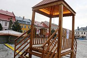 """Zvonička štěstí se na Vratislavově náměstí """"zabydlela"""" již podruhé."""