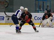 Hokejové Plameny (v černém) mají po dvou kolech II. ligy na kontě solidních pět bodů.