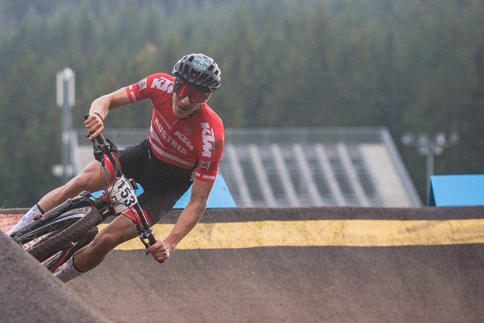 Závod Světového poháru v kategorie mužů Elite v cross country horských kol v Novém Městě na Moravě.
