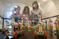 Výstava lidových hraček v Horáckém muzeu v Novém Městě na Moravě.