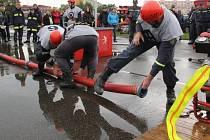 O titul Dobráci roku soutěží dobrovolní hasiči z Ostrova nad Oslavou. Při svých zásazích se dostávají do nebezpečných situací. Jednou dokonce na hasičské auto spadl strom. Ostrovští hasiči však také rádi soutěží v požárním sportu.