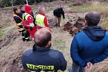 Přes sto padesát granátů a desítky roznětek zřejmě z druhé světové války našli pyrotechnici v lese u Vlachovic u Nového Města na Moravě.
