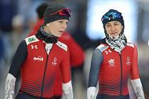 Nikola Zdráhalová (vlevo) a Martina Sáblíková na tréninku v Inzellu během loňského mistrovství světa.