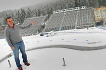 """O vstupenky na blížící se závody Světového poháru v biatlonu (6. až 8. února) je mimořádný zájem. """"Dokonce jsme navýšili kapacitu stadionu o další místa, nyní musíme vytisknout speciální edici vstupenek,"""" tvrdí šéf organizačního výboru Jiří Hamza."""