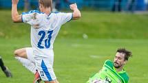 Fotbalisté Nového Města na Moravě (v zelených dresech) museli v minulém týdnu kvůli nepříznivému počasí zrušit dva tréninky.