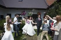 Oblíbené jsou svatby na zahradách a v přírodě.