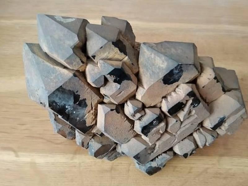 Na Ouperku je odedávna naleziště polodrahokamů. Dají se tam najít turmalíny, záhnědy, křišťály i citríny.
