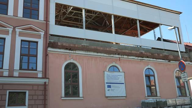 Novoměstská první základní škola je stále rozestavěná.