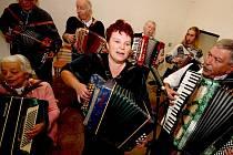 V Nových dvorech založili tradici setkání harmonikářů.