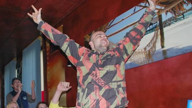 Radost z vítězství Martiny Sáblíkové ve žďárském baru Number Two.