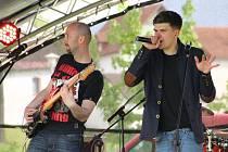 Za kulturou a zábavou v pátek vyrazili lidé do parku Farská humna ve Žďáře nad Sázavou. Konal se tam již osmý ročník Žďárského majálesu.