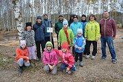 Do budování přírodní učebny se zapojili i někteří křižánečtí školáci se svými rodiči.