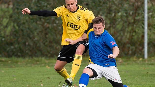 Jako na houpačce si na podzim museli připadat fotbalisté Hamrů nad Sázavou (ve žlutých dresech). Po úvodních čtyřech výhrách totiž následoval stejný počet porážek a tři body na závěr.